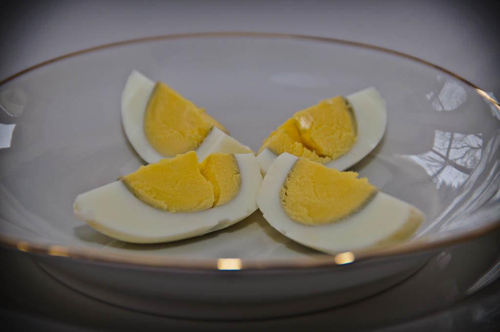 Panie i Panowie, jajko na talerzu.