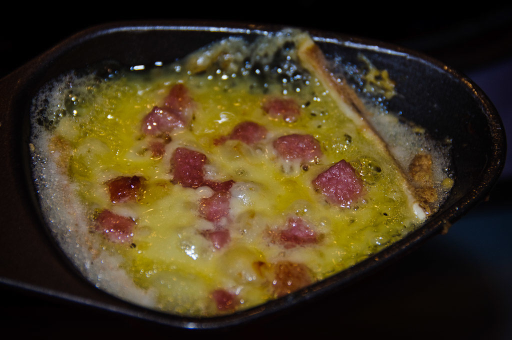 Roztopiony ser z boczkiem