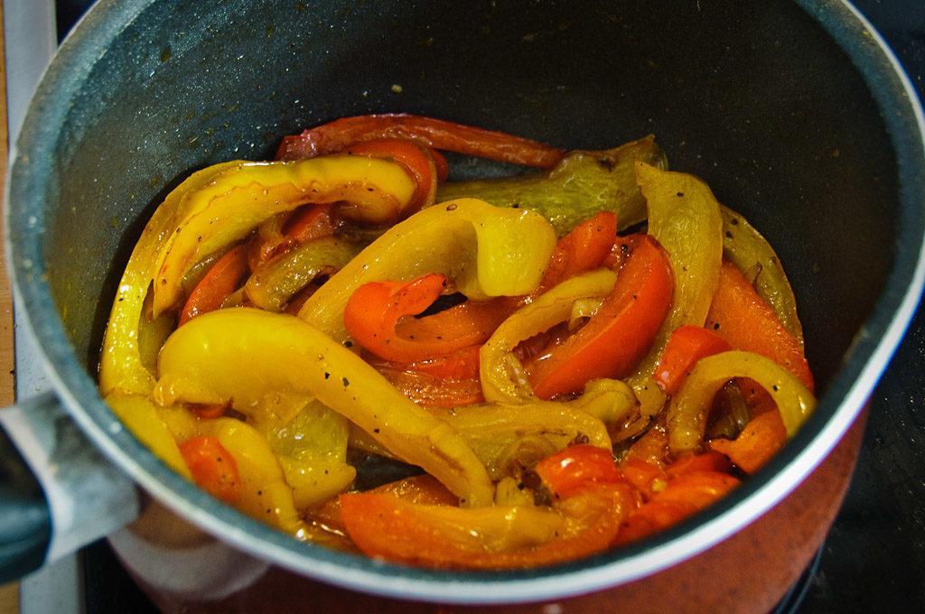 Usmażona papryka z cebulą