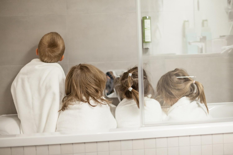 Profesjonalna ekipa testująca łazienki