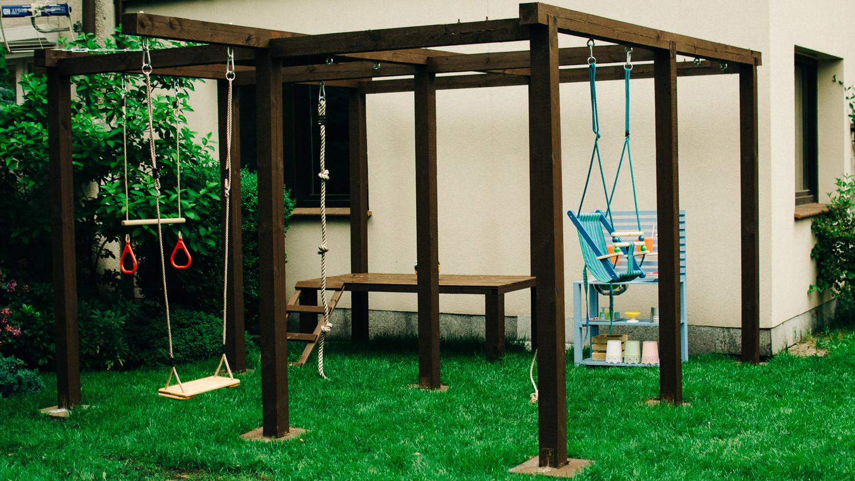 Plac zabaw, czyli nasza najnowsza konstrukcja. Idealne gdy nadmiar energii nie pozwala dzieciakom normalnie funkcjonować. Niestety tylko latem.
