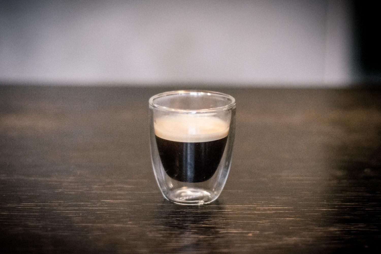 Małe, gęste i mocne espresso zastąpiło mi poranny napój energetyczny. Do smaku się przyzwyczajałem długo, ale serio - da się :)